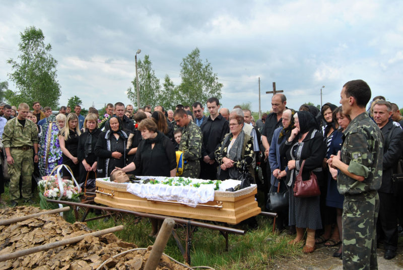 Герої не вмирають! На Батьківщині поховали капітана Степана Воробця