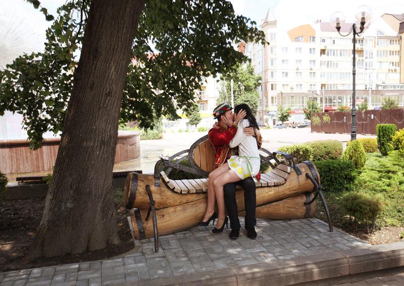 В Івано-Франківську відкрили «Лавочку для закоханих»