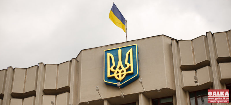 """Порошенко підписав закон, який ще ускладнив життя державним """"кровосісям"""""""