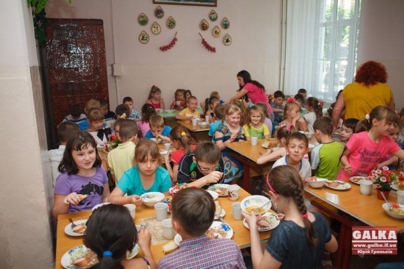 """Невеселі дні дитсадка """"Веселка"""": чотирнадцять дітей потрапили до лікарні"""