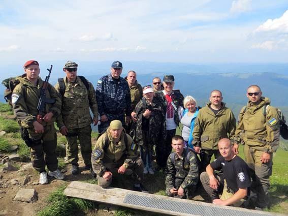 Прикарпатські правоохоронці піднялися на Говерлу, де помолилися за загиблих побратимів