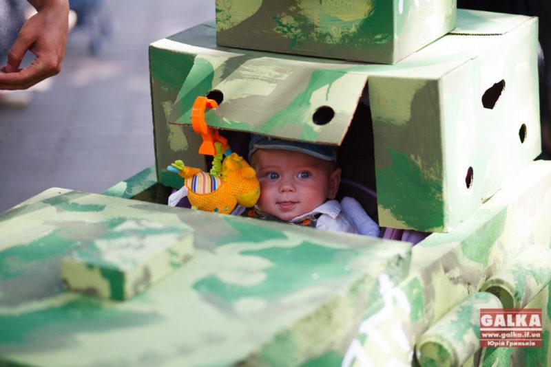 Парад візочків: мир з війною ідуть пліч-о-пліч