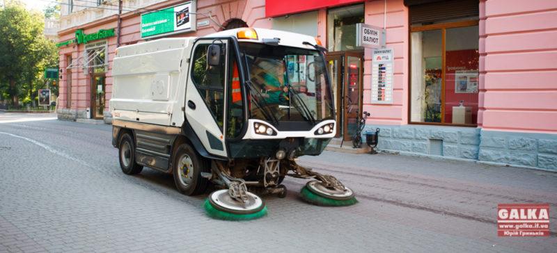 До кінця тижня ще два вуличні пилососи мають почати прибирання міста