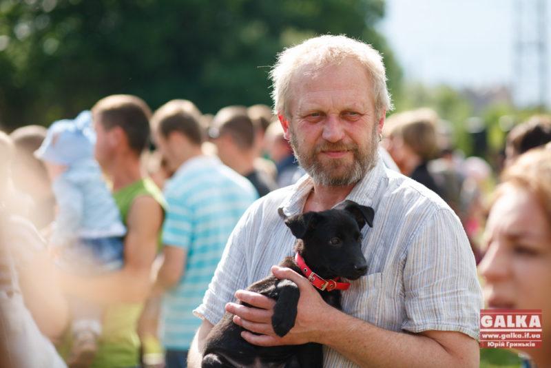 Тарас Прохасько віддасть собаку в добрі руки