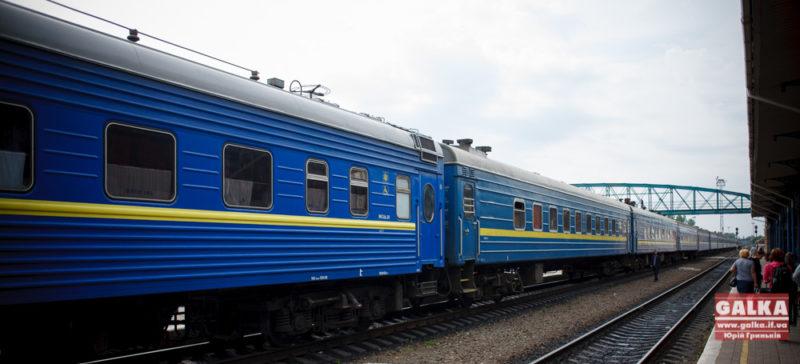 """""""Укрзалізниця"""" до 8 березня призначила додаткові потяги на Прикарпаття"""
