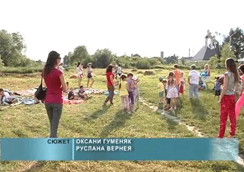 Мешканці улаштували дитячий майданчик, аби не допустити забудови двору