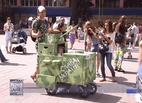 В Івано-Франківську відбувся традиційний парад візочків