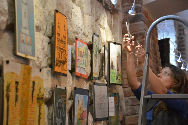 """Переможці благодійного аукціону картин """"Мій Станіславів"""" зможуть потрапити на вежу Ратуші"""