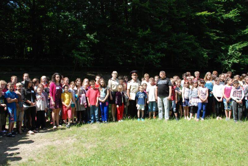 Рятувальники в ігровій формі вчать дітей правил безпеки життєдіяльності