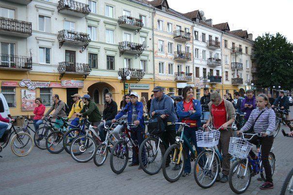 Франківськом курсують нічні велоекскурсії
