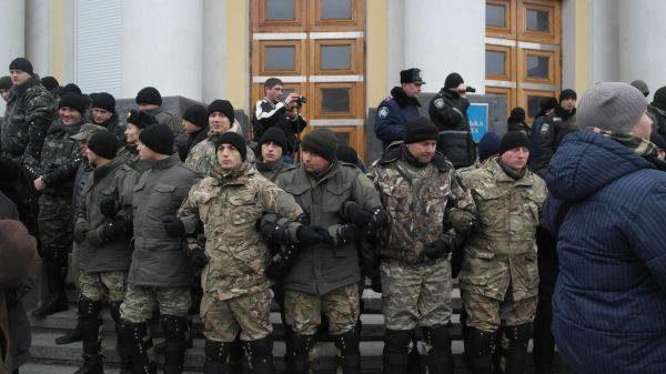 У Вінниці активісти взяли штурмом будівлю ОДА