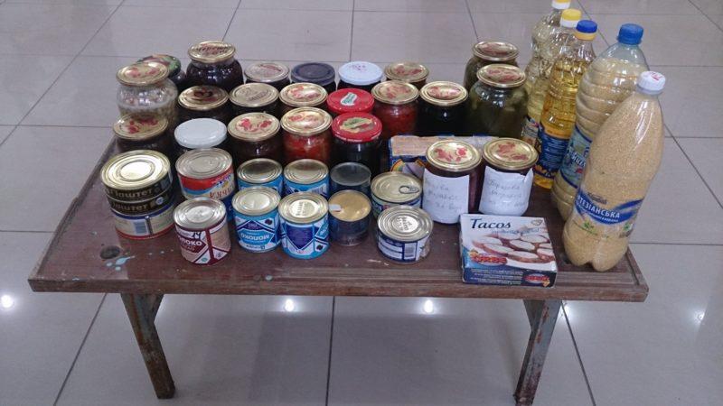 Школярі активно допомагають продуктами для «Фронтового вертепу»