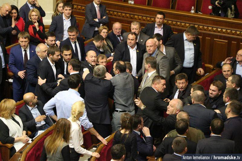 Парасюк спровокував бійку у Раді. Депутат від БПП сказав, що тут йому не Майдан