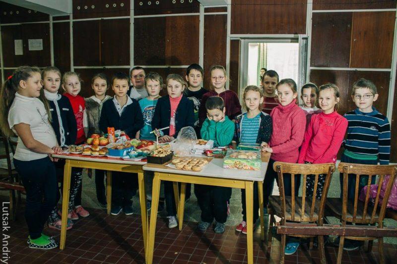 У Богородчанській школі діти продавали випічку. Збирали кошти на АТО