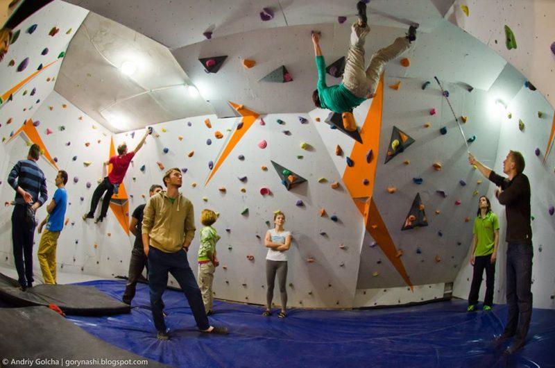 У Франківську з`явився новий зал для альпіністів та скелелазів (ФОТО)