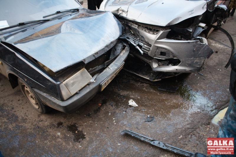 Франківські комунальники відремонтують пошкоджене у ДТП майно