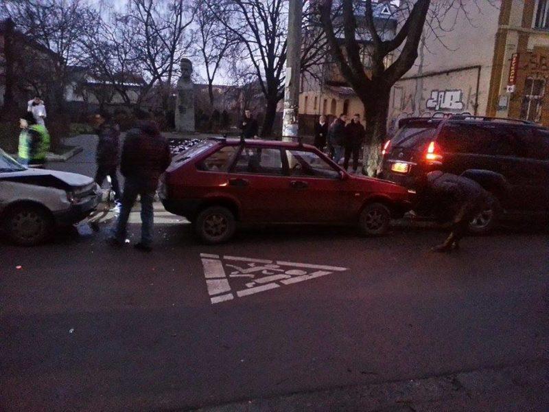 День ДТП продовжується — на Франка зіткнулися три автівки (ФОТО)