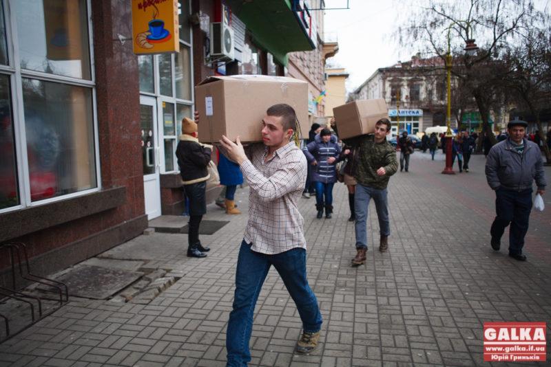 """Громада Долини передала допомогу для """"Гіппократа"""" (ФОТО)"""