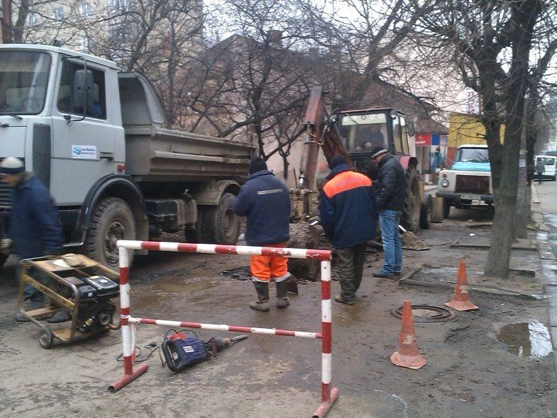 Масштабна аварія залишила без води дитсадок, майже 30 будинків та котельню (ФОТОФАКТ)