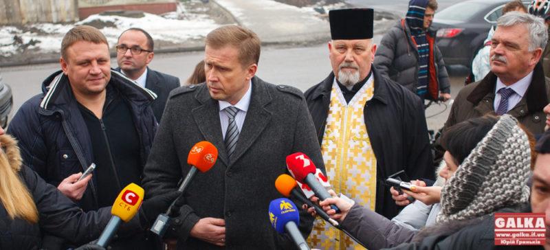 Гончарук і Шевченко показали відремонтовану набережну (ФОТО)