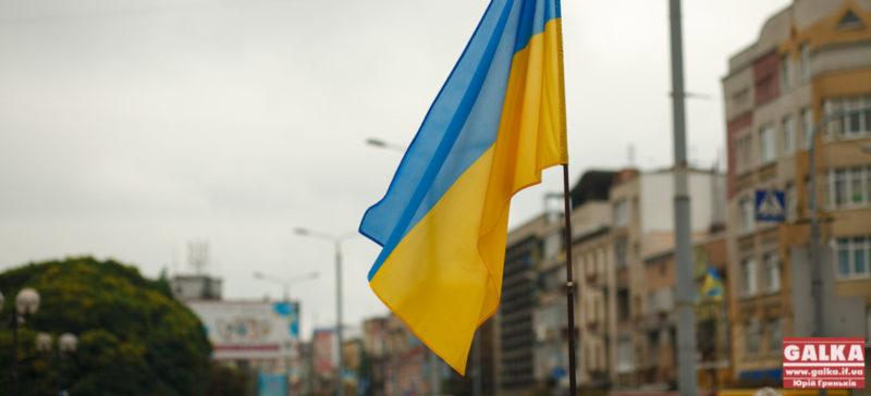 На Донецькому аеропорту майоріє синьо-жовтий прапор (ВІДЕО)