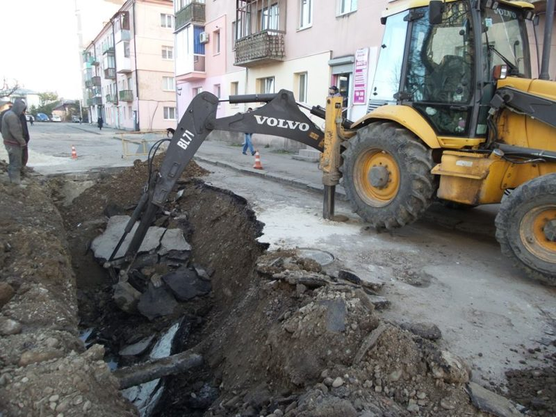 На вулиці Ленкавського провалився асфальт (ФОТО)