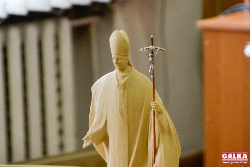 Стало відомо, як виглядатиме пам'ятник Іванові Павлу ІІ у Франківську (ФОТО)