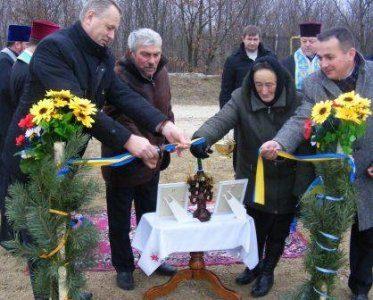 У прикарпатському селі урочисто освятили новий водопровід