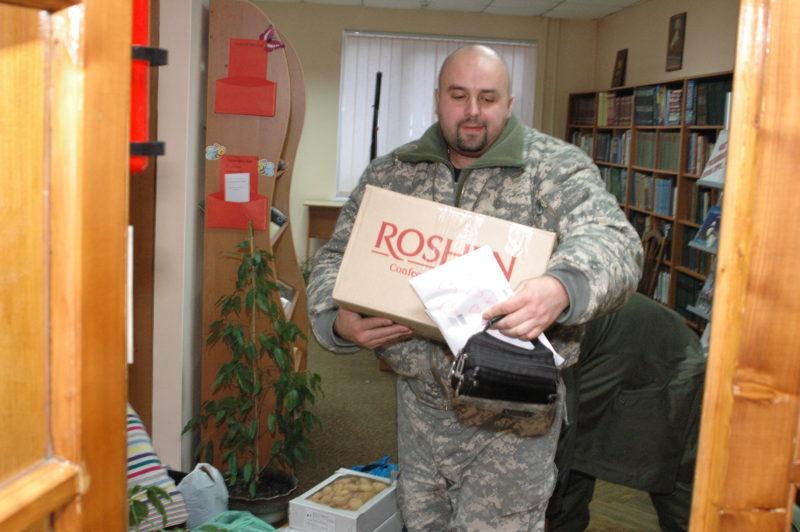 Івано-Франківські бібліотекарі передали допомогу бійцям на Сході (ФОТО)