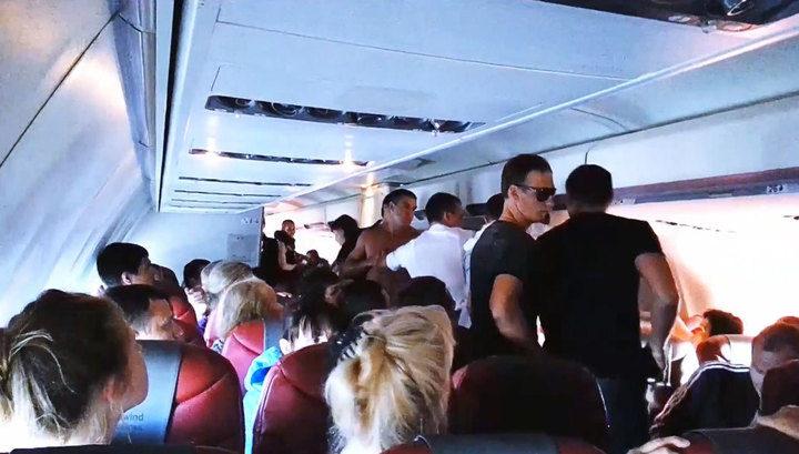 Російські туристи побилися у літаку на висоті 10000 метрів (відео)