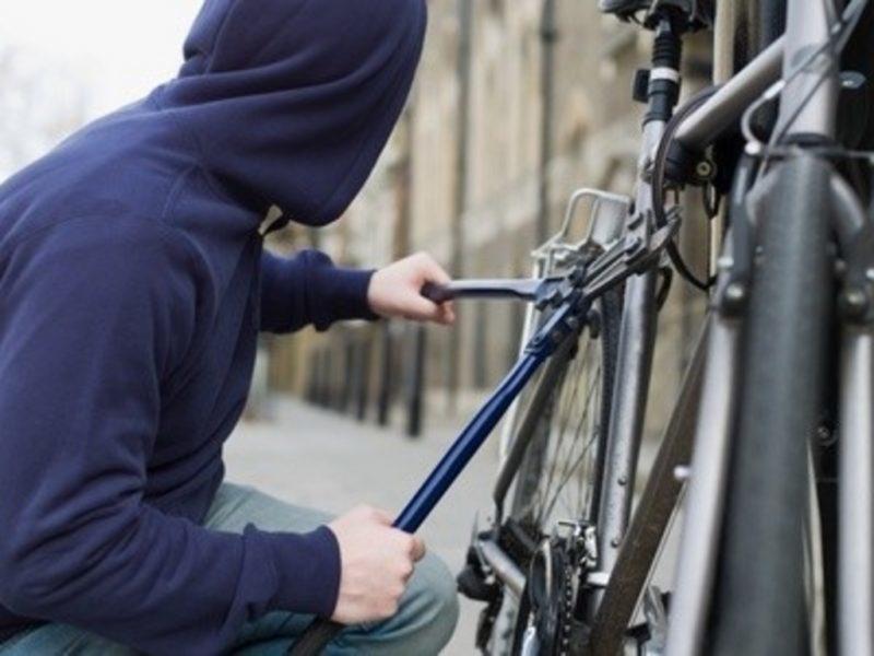 Франківцю повернули викрадений велосипед – власник випадково зустрів злодіїв на вулиці (ВІДЕО)