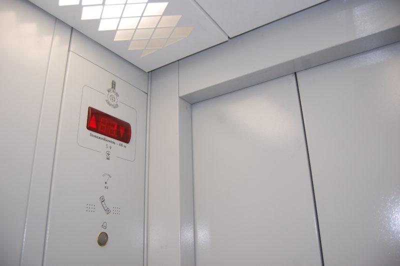Через розкрадання та завершення терміну експлуатації у Сумах не працюють кількасот ліфтів