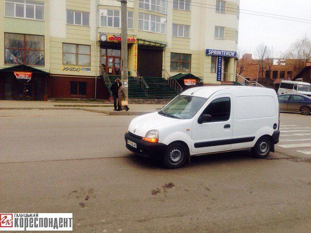 В Івано-Франківську авто збило двох пішоходів (ВІДЕО)