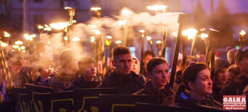Сотні мешканців взяли участь у факельній ході, присвяченій пам'яті Героям Крут (ФОТО)