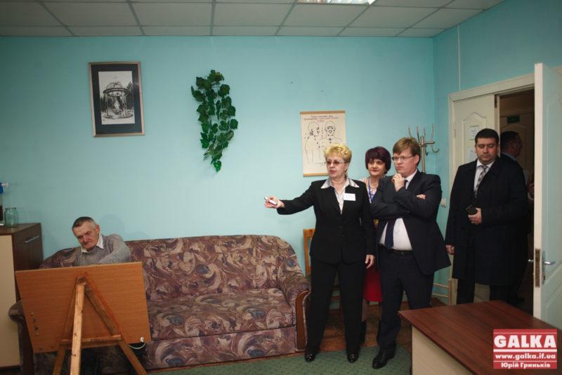 Міністр соцполітики відвідав івано-франківський будинок для престарілих (ФОТО)