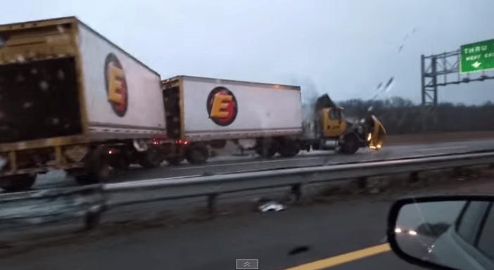 """Відео навіженої вантажівки """"підірвало"""" youtube"""