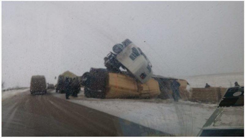 Масштабне ДТП на Прикарпатті: перекинулась вантажівка
