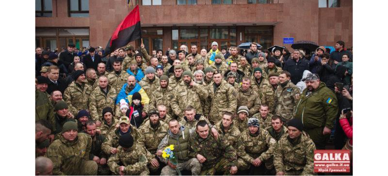 """Франківські бійці 128 """"залізної"""" бригади приїхали додому (ФОТО+ВІДЕО)"""