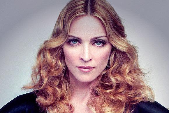 Мадонна впала зі сходів на Brit Awards (відео)