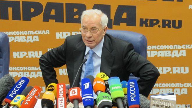 """Азаров Яценюку: """"Міняємось місцями. Ти їдеш куди хочеш"""" (ФОТОФАКТ)"""