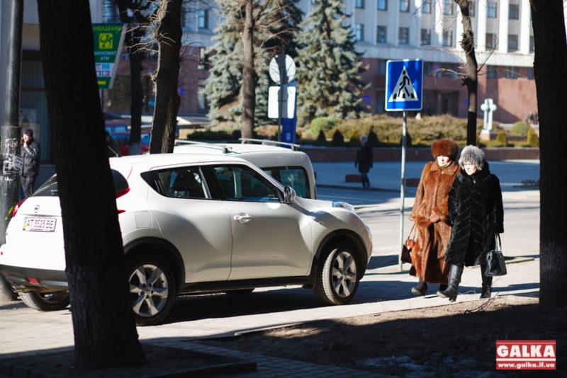 Чергове  авторагульство проявилося під носом міської ради (ФОТО)