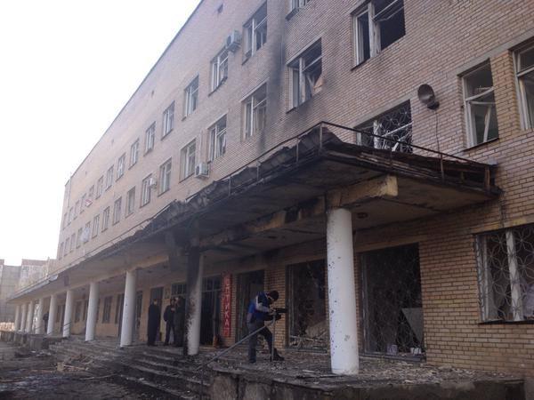 Біля донецької лікарні розірвався снаряд – є загиблі (фото)