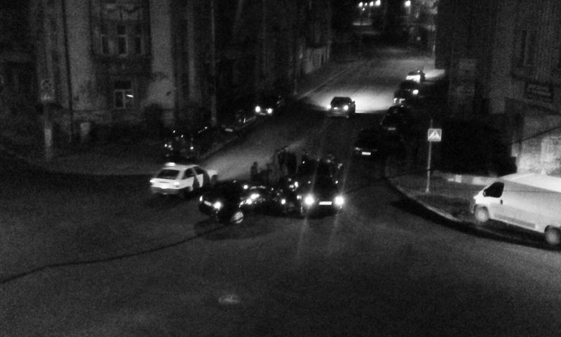 На перехресті Грушевського, Гаркуші та Василіянок не розминулися дві іномарки (ФОТОФАКТ)