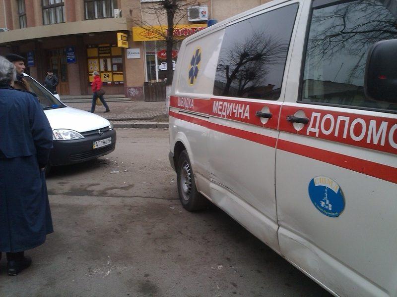 """На Грушевського іномарка в'їхала в карету """"швидкої"""" (ФОТО)"""