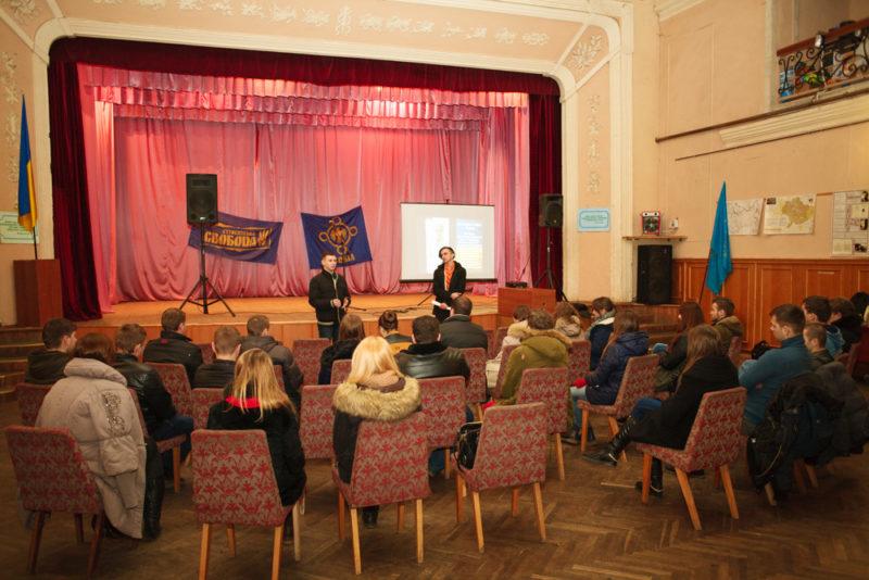 У Франківську відбувся поетичний вечір, присвячений Небесній сотні (ФОТО)