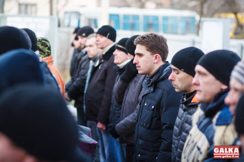У Коломиї у вівторок зранку провели чергову групу мобілізованих (ВІДЕО)