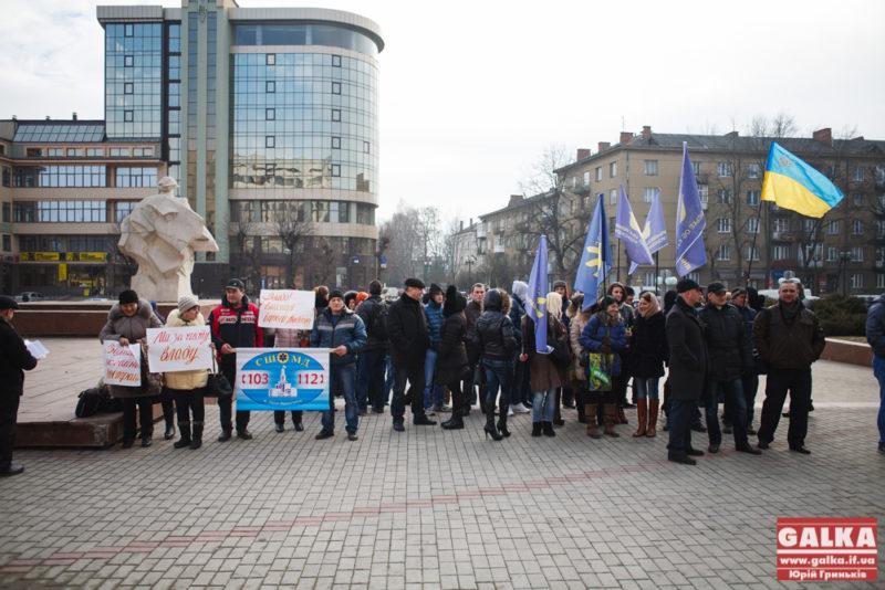 Депутатів міської ради зустріли три протестні акції (ФОТО)