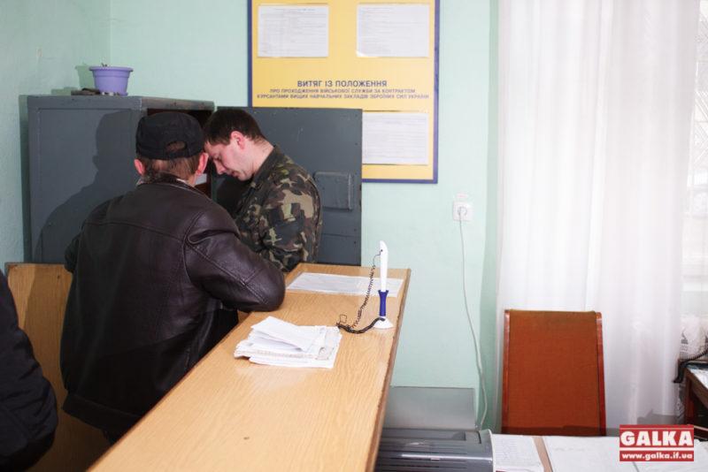 На Рогатинщині повістки розносять у супроводі міліції (ФОТО)