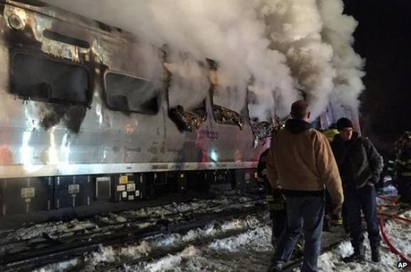 У Нью-Йорку потяг врізався в авто, що застрягло на колії: семеро загиблих