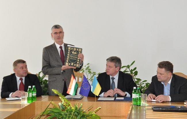 Прикарпатський університет отримав подарунок з Угорщини